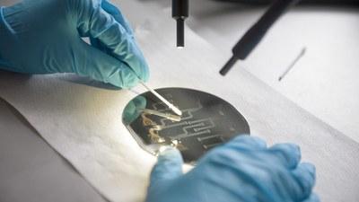 mikroskop-wafer-16x9-wissenschaft-0365-foto-martin.jpg